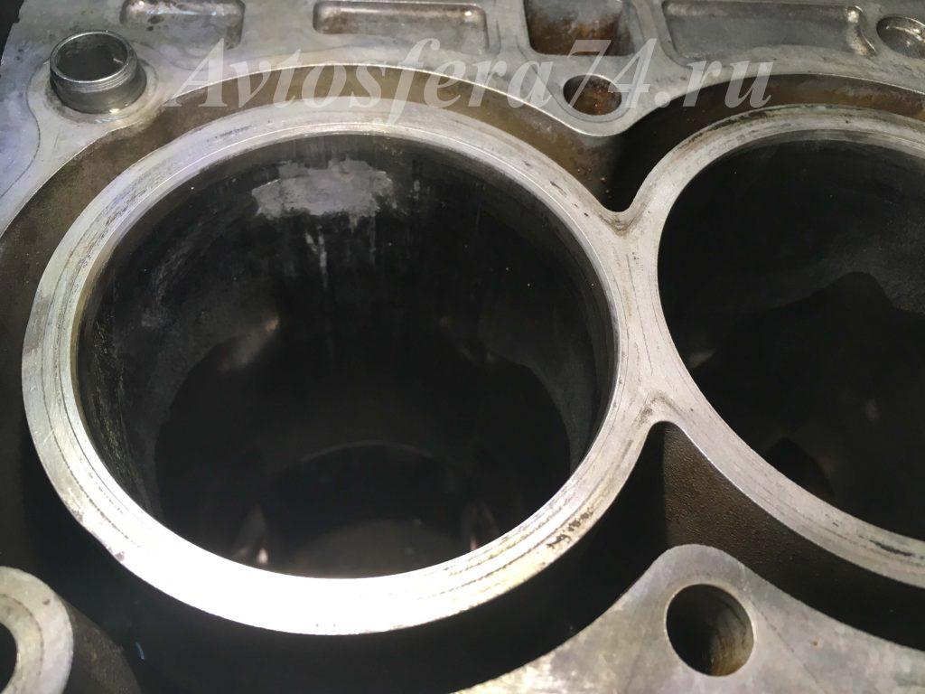 Поверхность цилиндра двигателя фф2