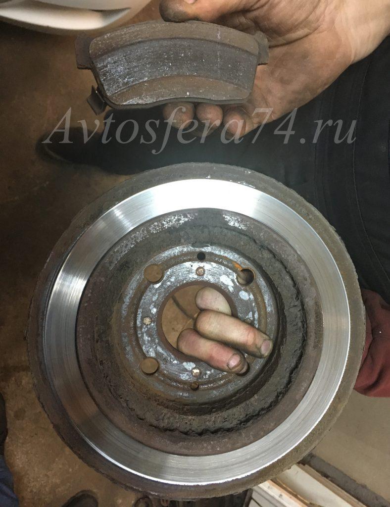 Неправильная работа колодки и испорченный тормозной диск
